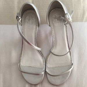 Lilly Pulitzer Silver Strappy Heels Size 6.5